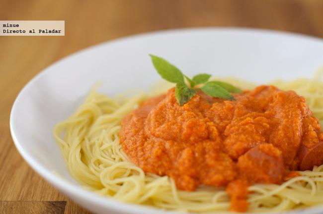 Un huevo para alegrar la salsa de tomate